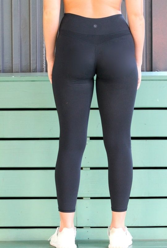 woman wearing black leggings back